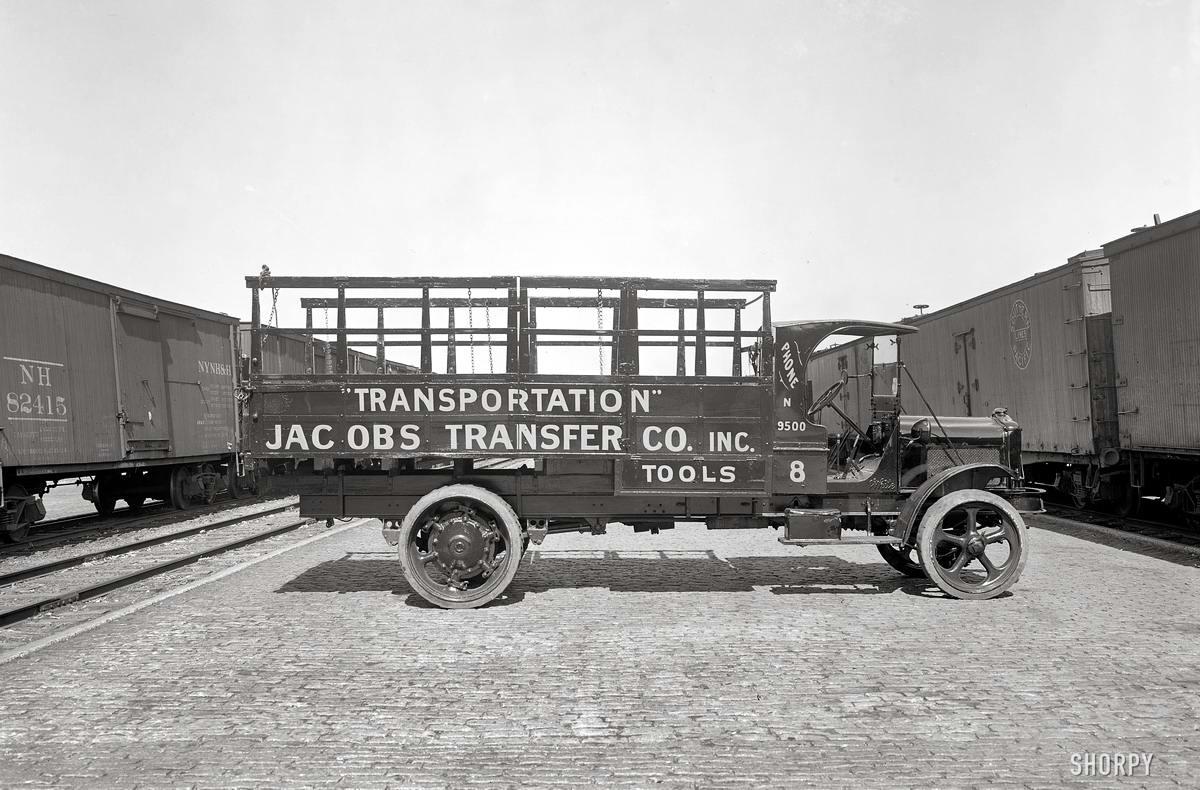 Грузовые автомобили начала 20-го века на снимках американских фотографов (2)