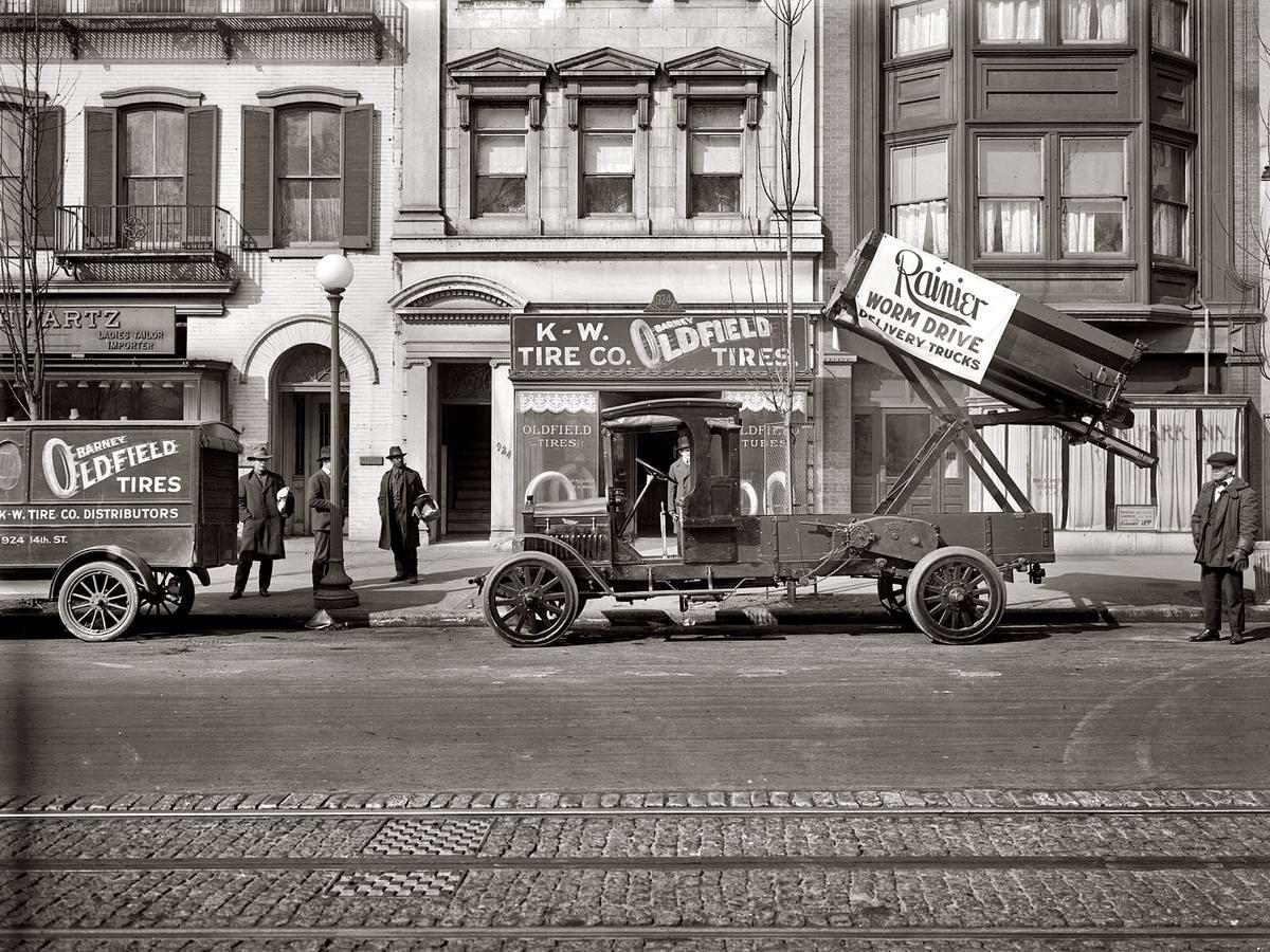 Грузовик-самосвал, предназначенный для выгрузки грузов на высоко расположенные площадки (1919 год)