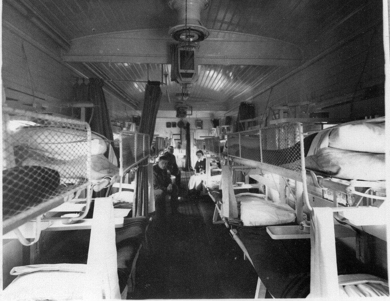 09. Внутренний вид вагона для тяжелораненых