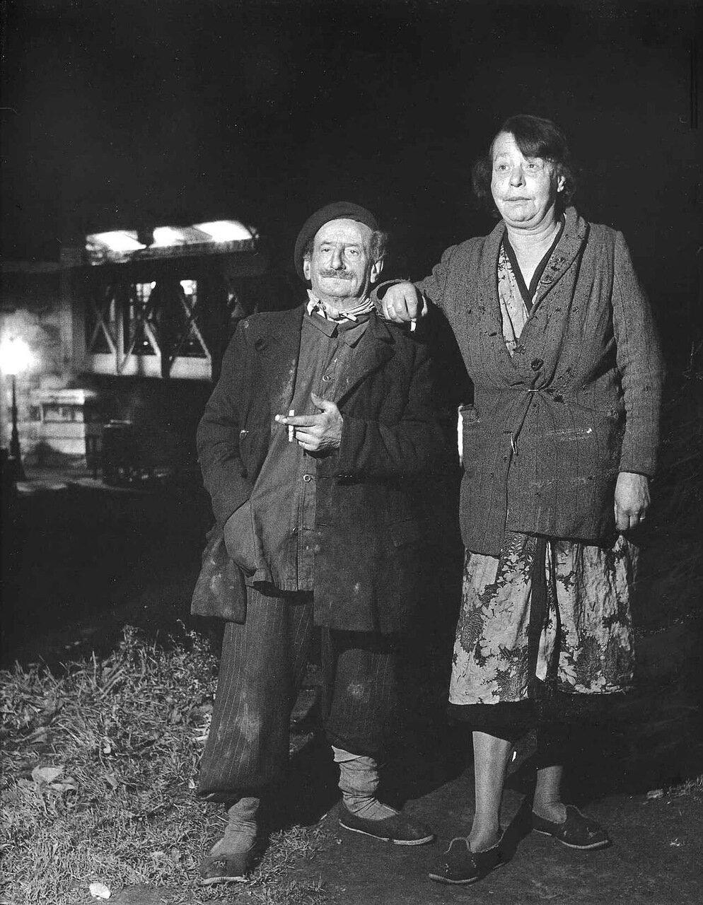 1951. Пара с набережной Рапи