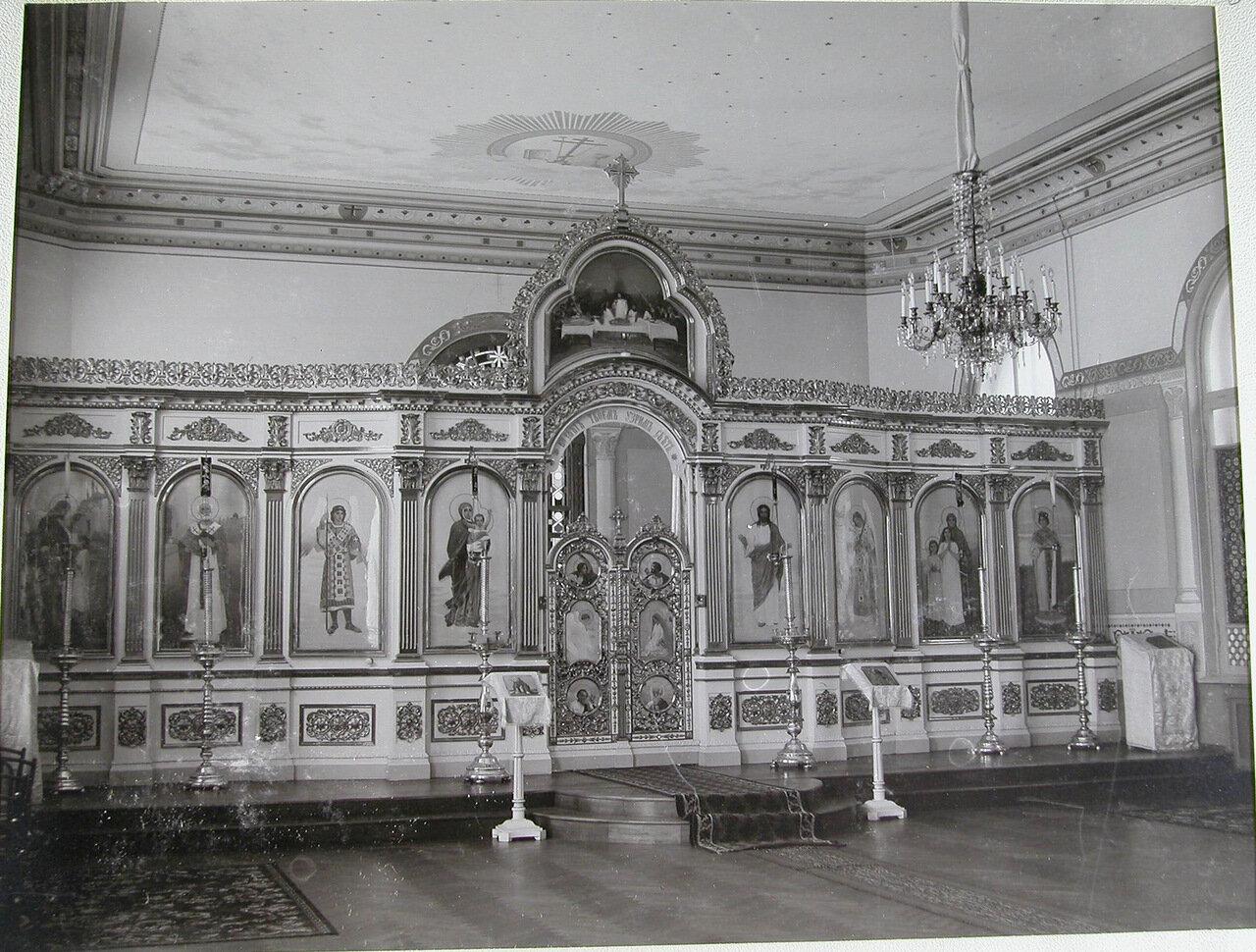 07. Вид иконостаса в домовой церкви училища