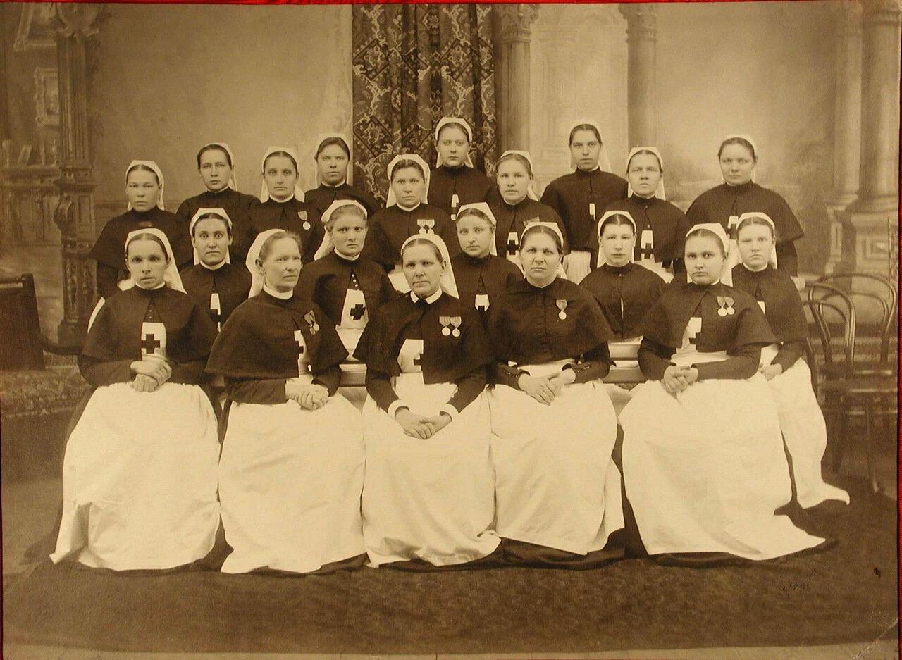 10. Группа старших сестер общины