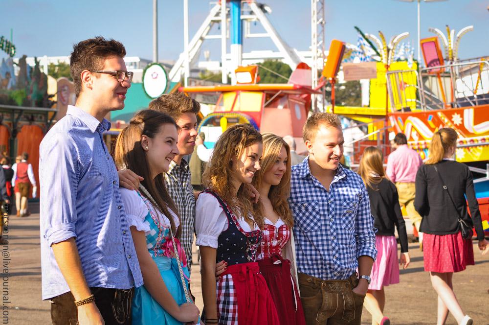 Женские выпуклости и впадины на Октоберфесте girls-Oktoberfest-(44).jpg