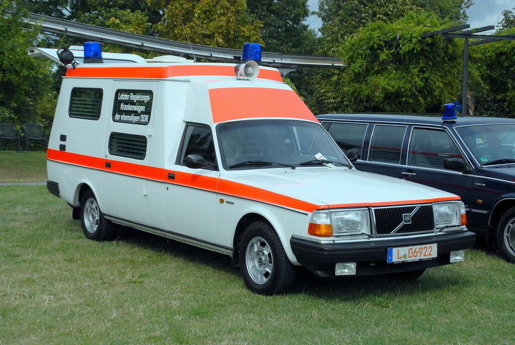 Volvo_240__Ambulance__3872x2592.jpg