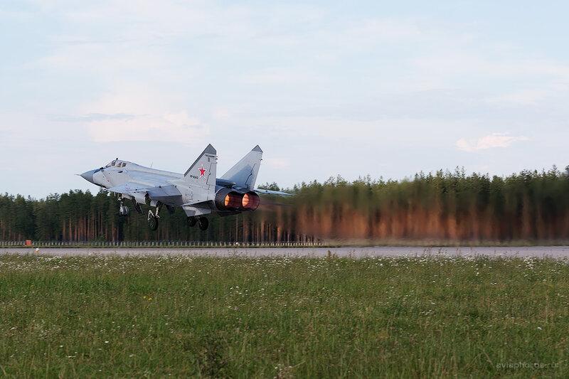 Микоян-Гуревич МиГ-31БМ (RF-92442 / 32 красный) D806612e