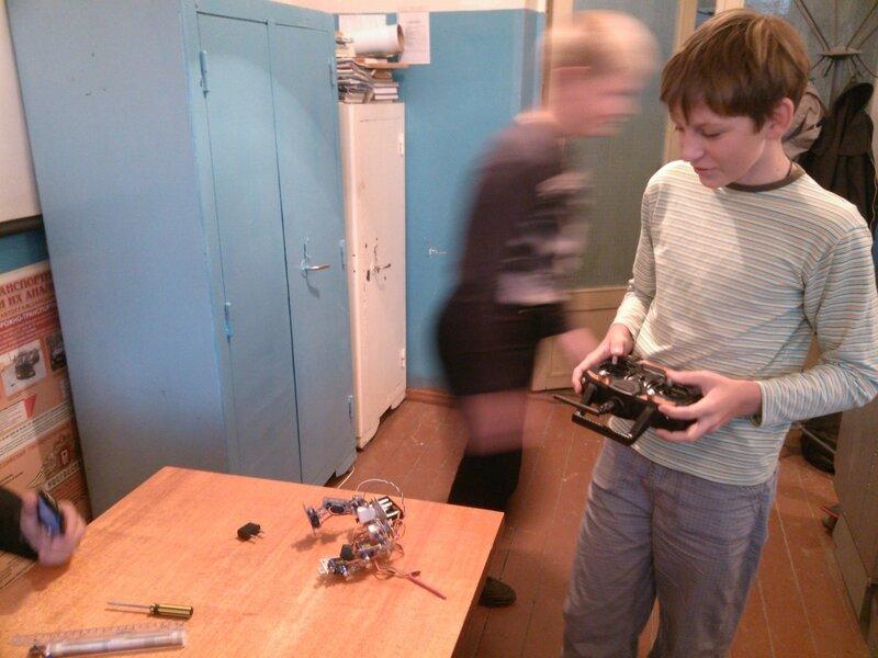 Робот Птенец и пульт-01.jpg