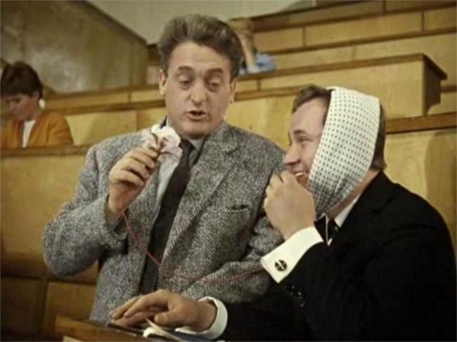 —Профессор, конечно, лопух, ноаппаратура при нём-м-м, при нём-м-м! Как слышно? Когда фильм был зак