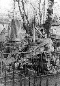 Надгробный памятник на могиле кавалергарда А.Я.Охотникова на кладбище.