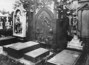 Могила Пономаревых на кладбище.