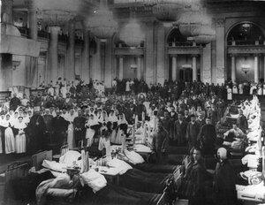 Раненые в зале Дворянского собрания. 1915 г.