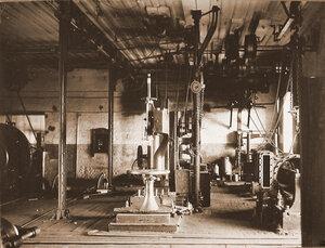 Вид станков по изготовлению колесных пар в одном из цехов мастерской.