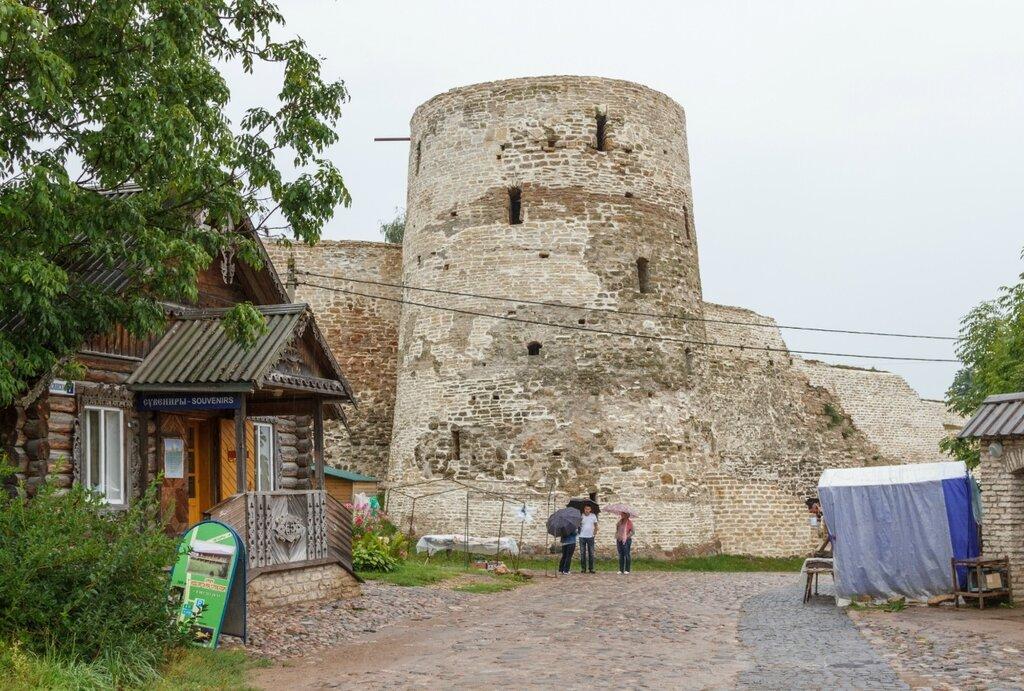 Башня Темнушка, Изборская крепость
