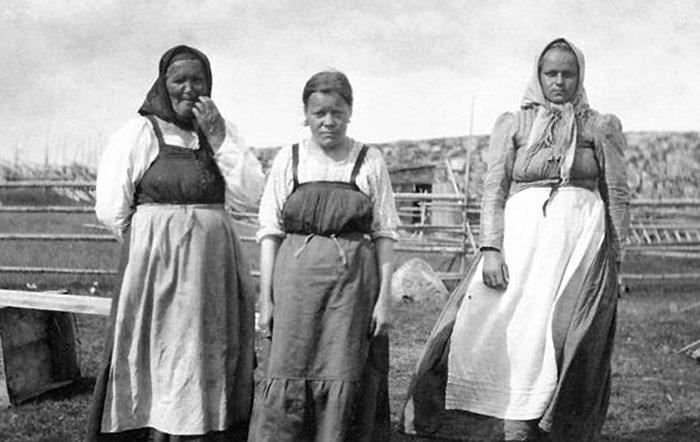 Крестьянки,мб Кемь 1919 700.jpg