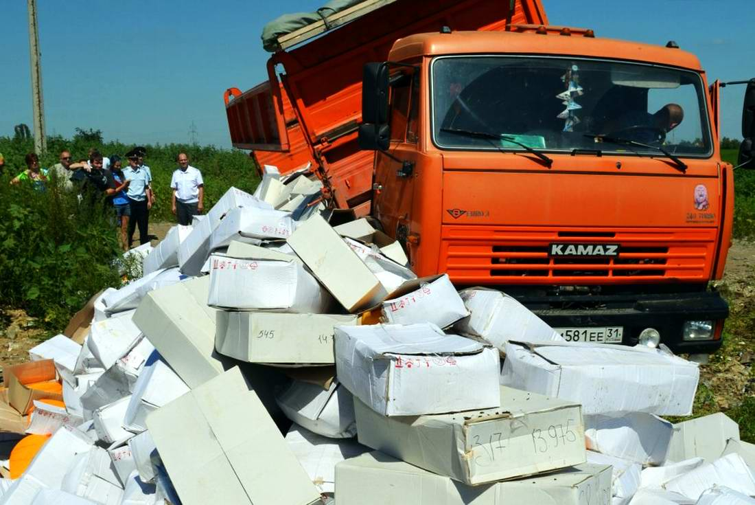 Процесс уничтожение санкционных продуктов из Прибалтики и других стран Европы (1)