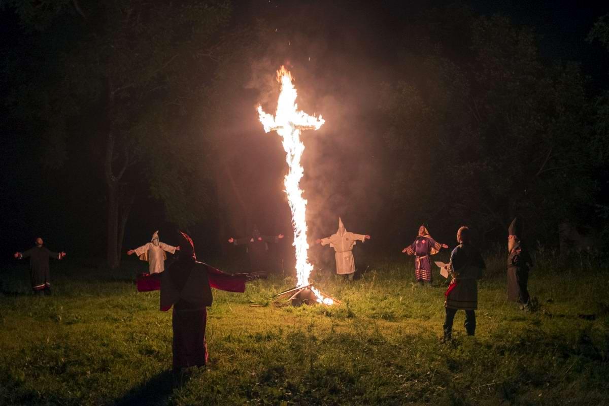 Торжество толерантности: Американский Ку-Клукс-Клан в новой подборке снимков фотографа Johnny Milano (21)
