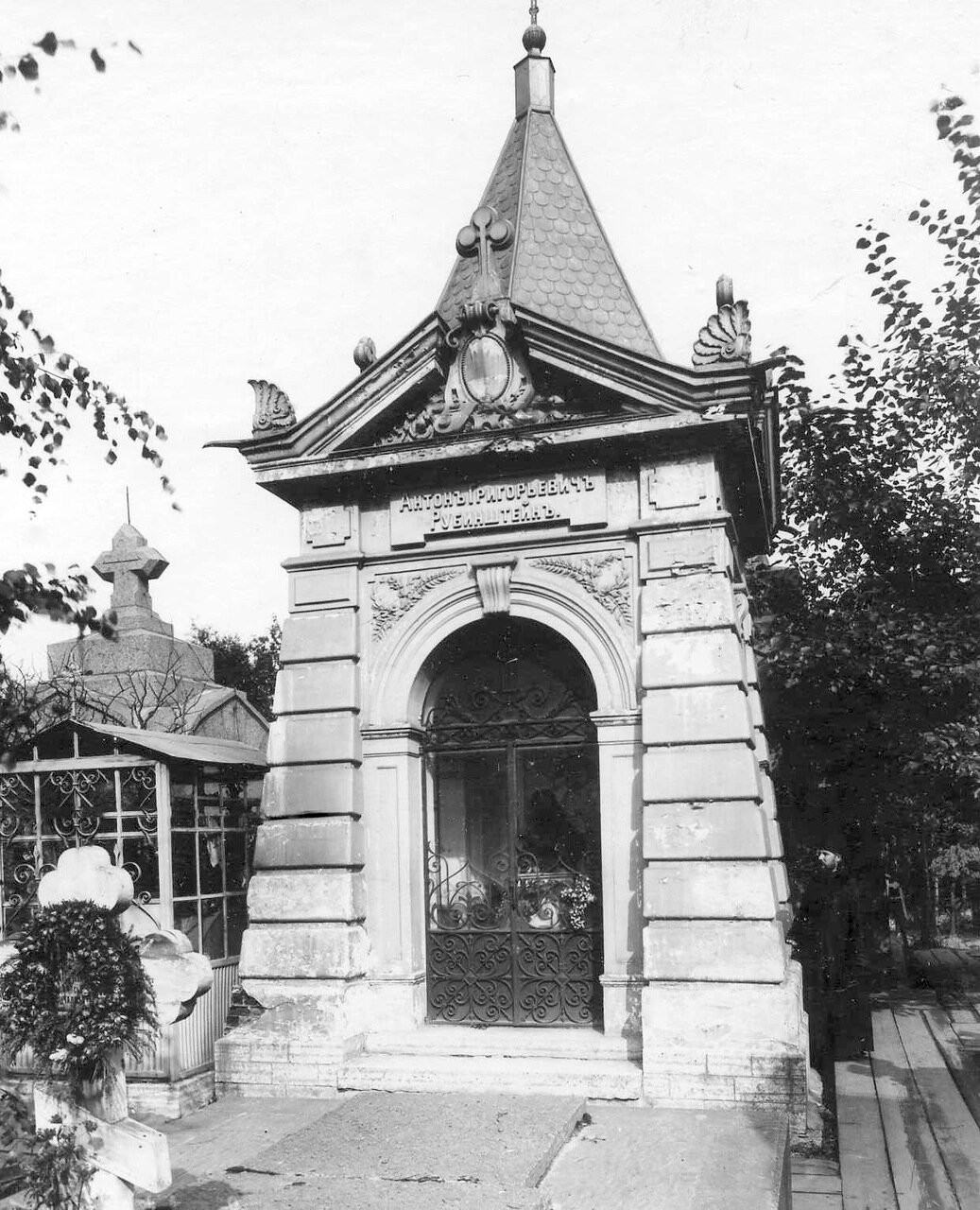 11. Часовня на могиле композитора А.Г.Рубинштейна. 1913