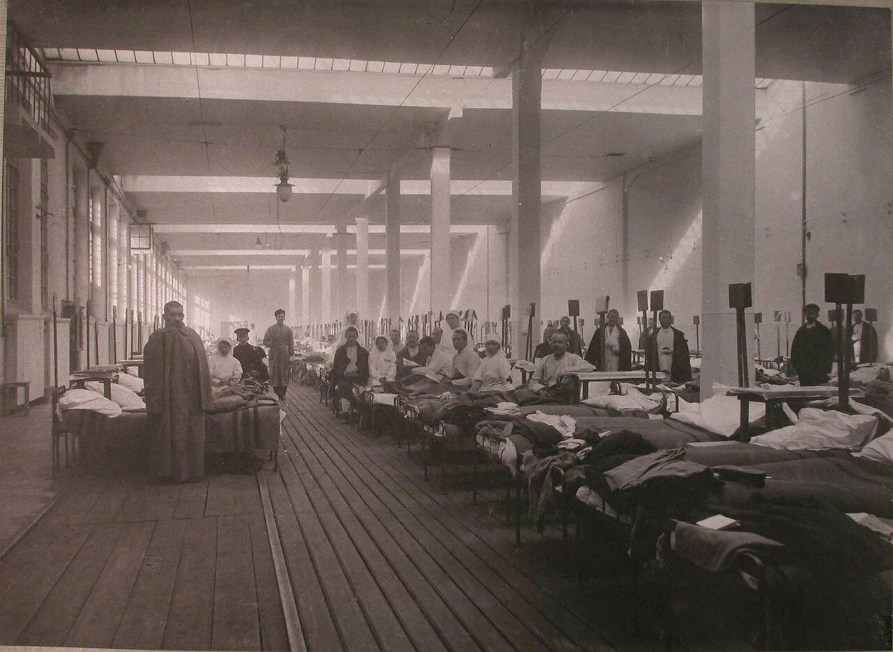 08. Раненые в палате распределительного госпиталя,устроенного в Пресненском трамвайном парке