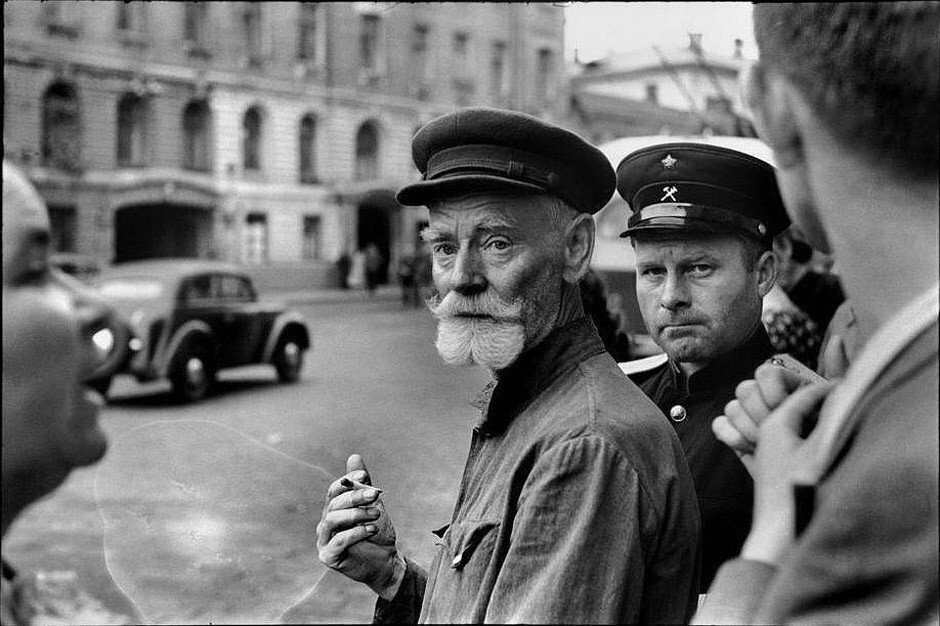 1954. Москва. На пешеходном переходе