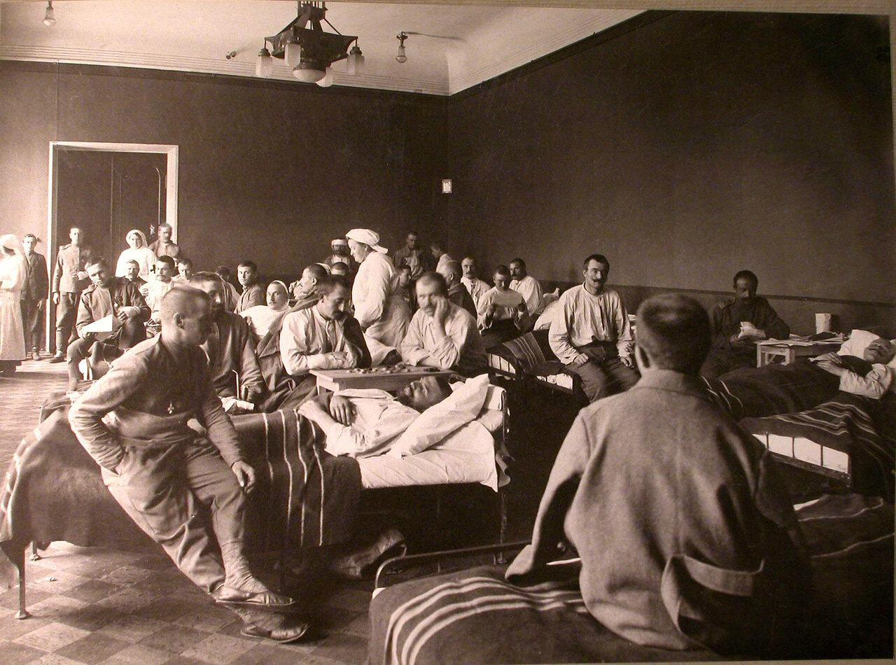 09. Раненые в палате лазарета, организованного членами Литературно-художественного кружка