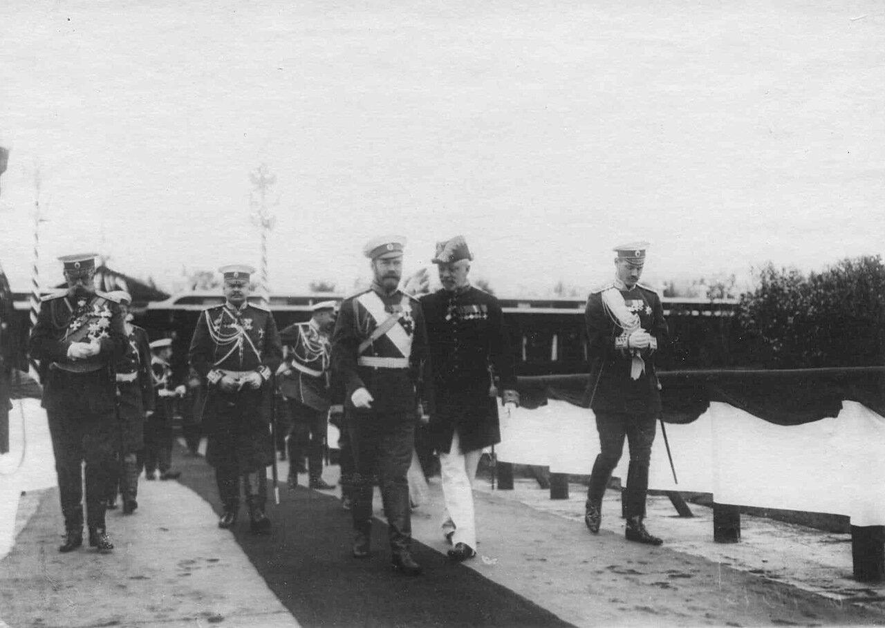 07. Прибытие императора Николая II в Орел к месту расположения войск, отправляемых на Дальний Восток. Орел