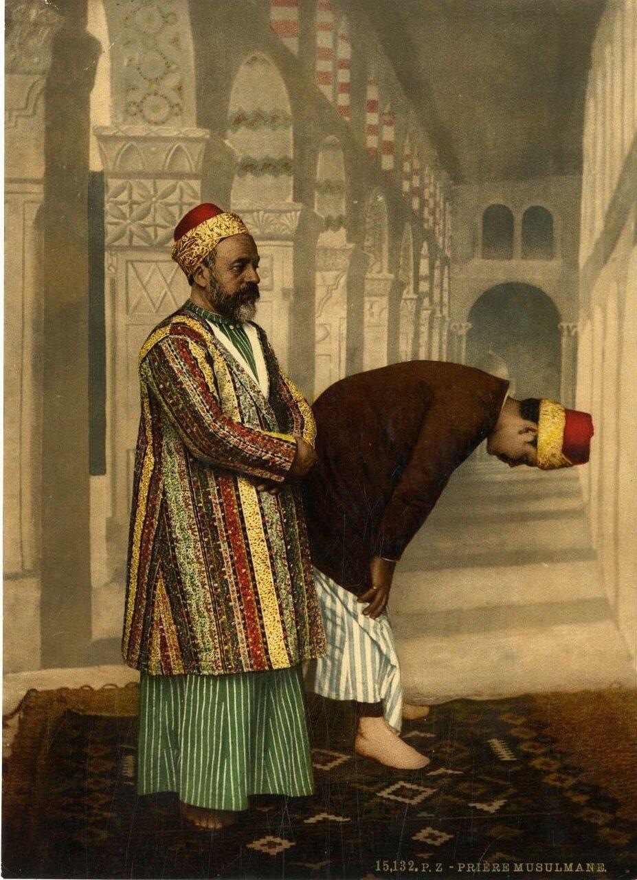 Мусульмане во время молитвы