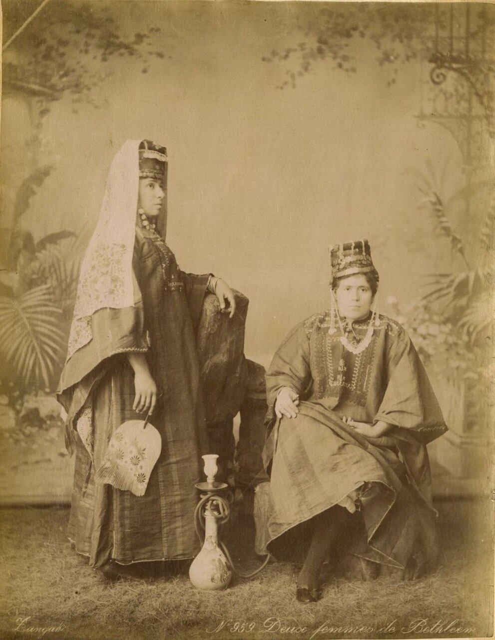 Две женщины