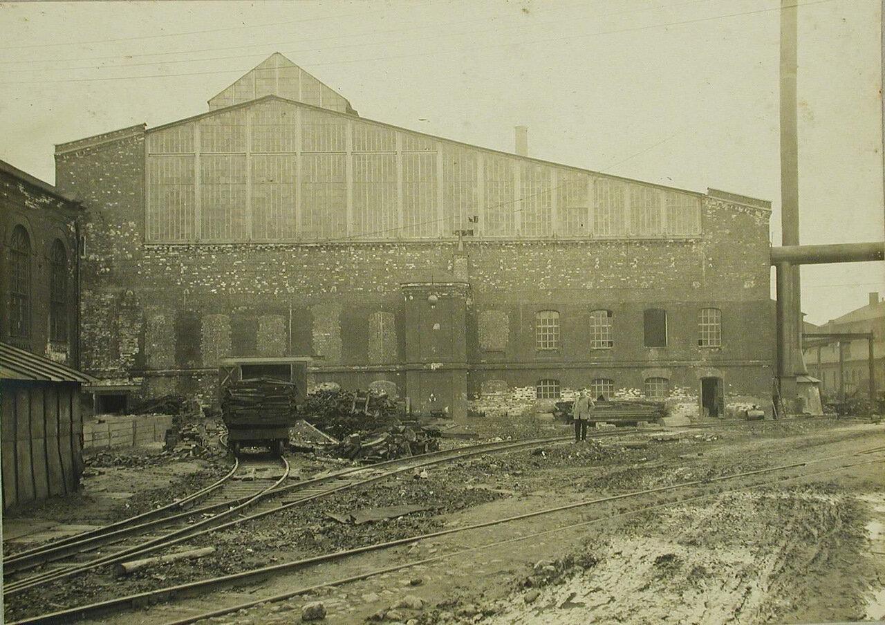 25. Общий вид здания одного из цехов завода. 8 апреля 1910