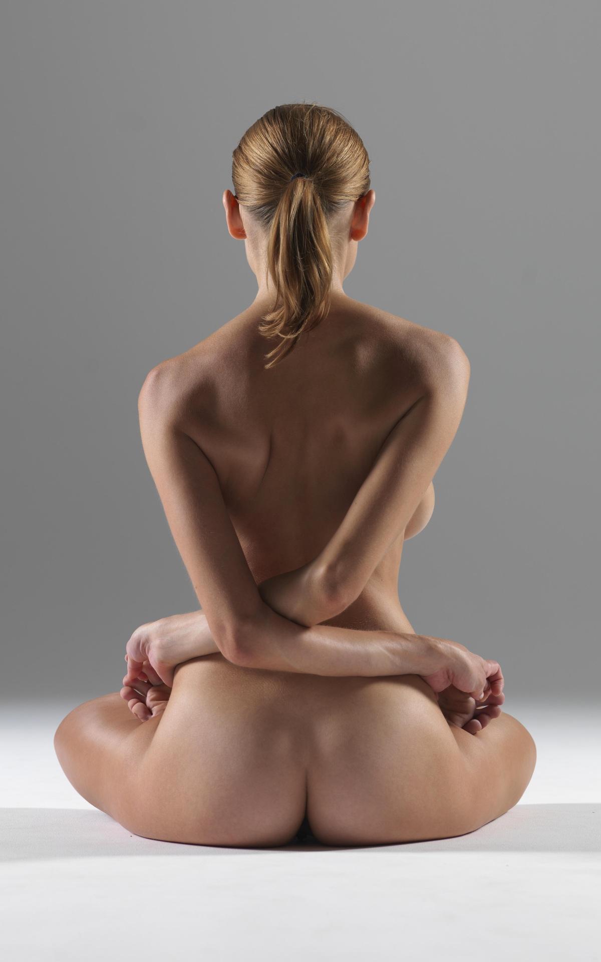 Голая девушка йога фото