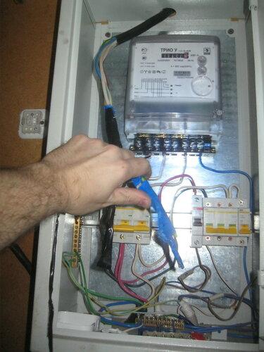 Вызов электрика аварийной службы на нефтебазу для подключения электросчётчика под напряжением