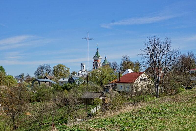 Вид с кремлевского холма на церковь Иоакима и Анны, Можайский кремль