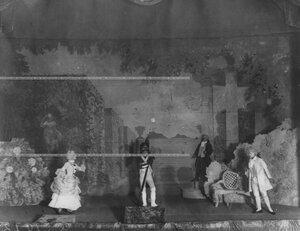 """Сцена из спектакля """"В Версале"""" по пьесе Л. Никулина."""