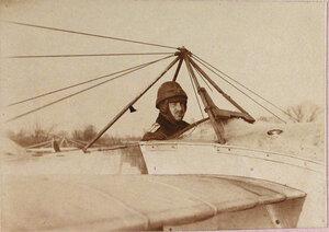 Военный лётчик отряда поручик Пушкарев в открытой кабине летательного аппарата.