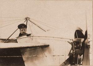 Военный летчик отряда поручик Пушкарев в открытой кабине летательного аппарата.