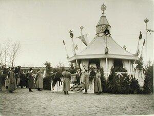 Императору Николаю II подают верховую лошадь Рогнеду