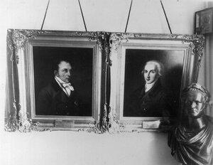 Портреты первых директоров В.Ф.Малиновского и Е.Г.Энгельгардта. Справа - бюст Александра I.