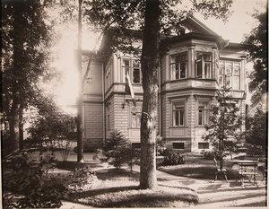 Вид главного здания патроната-убежища (со стороны сада).