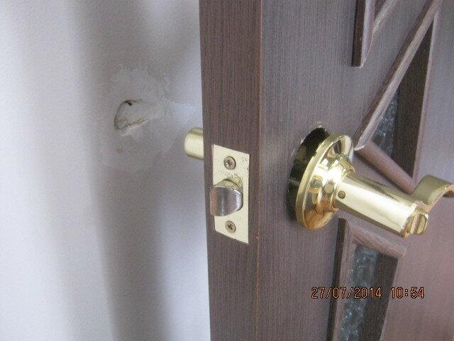 Предстоит ремонт двери