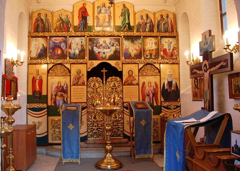 Иконостас храма-часовни Василия Великого на ВДНХ
