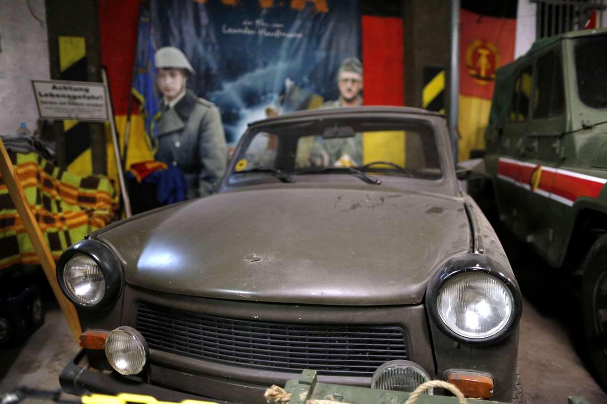 Восточногерманский легковой автомобиль марки Trabant военного назначения
