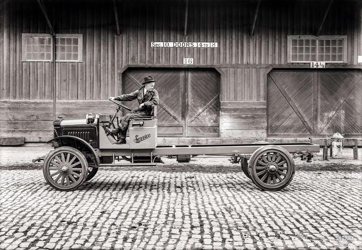 Грузовые автомобили начала 20-го века на снимках американских фотографов (5)