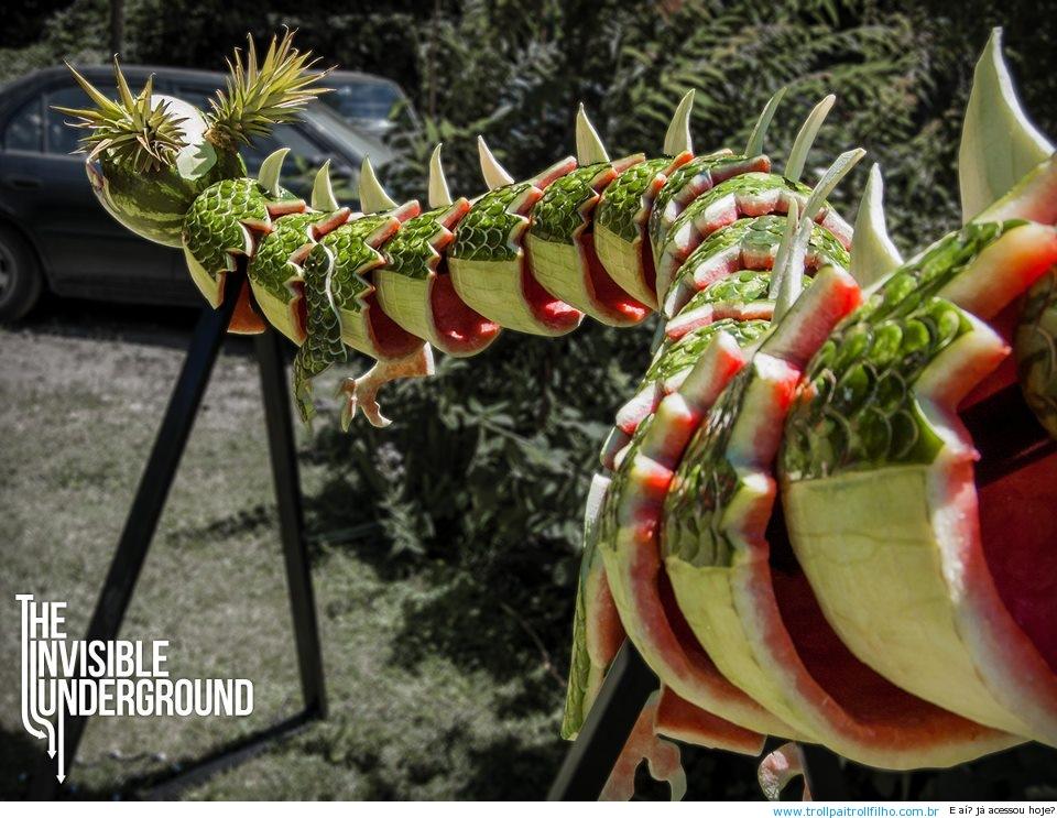 formidavel-dragao-feito-de-melancia-1.jpeg