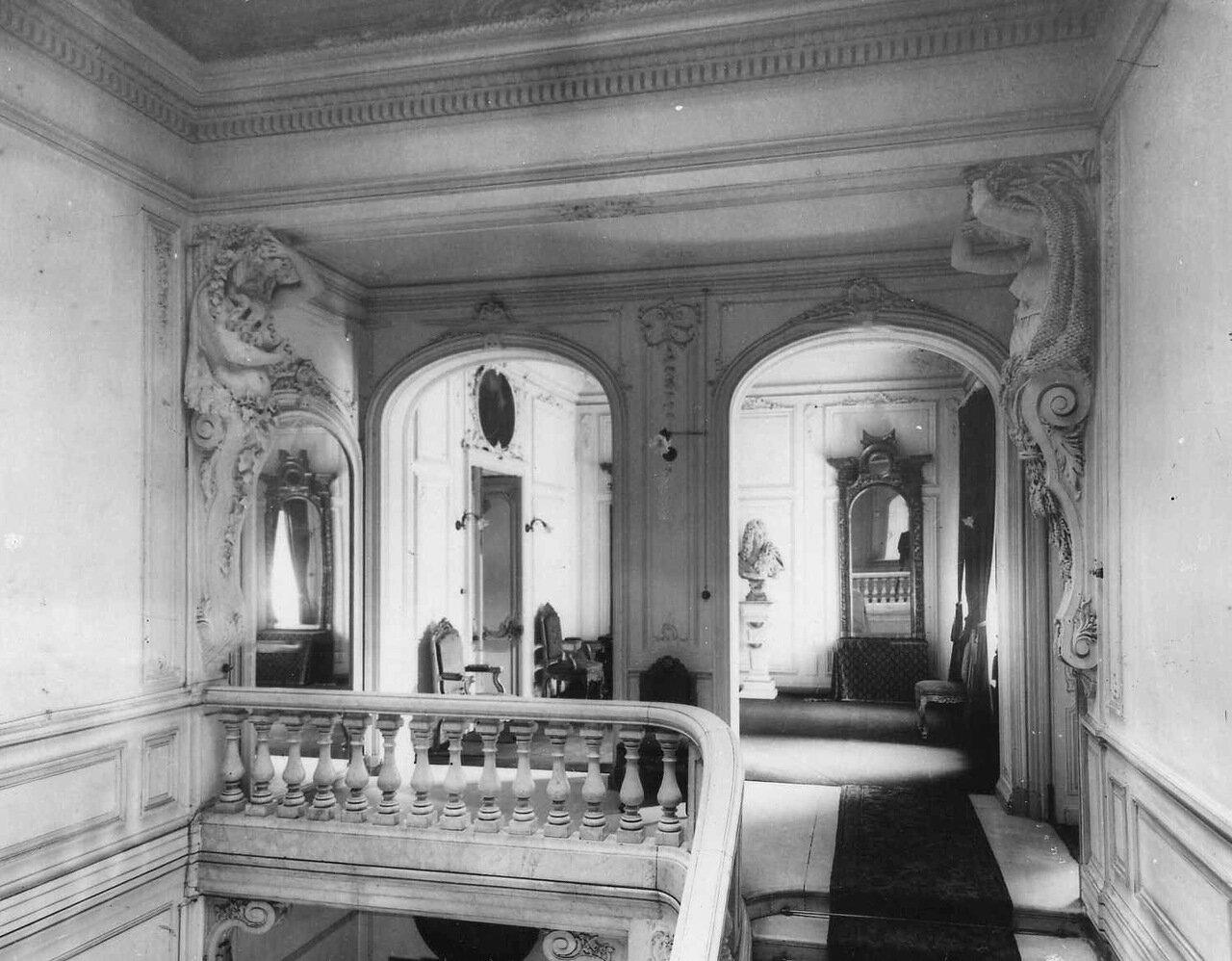 23. Вид лестницы в посольстве. 1906