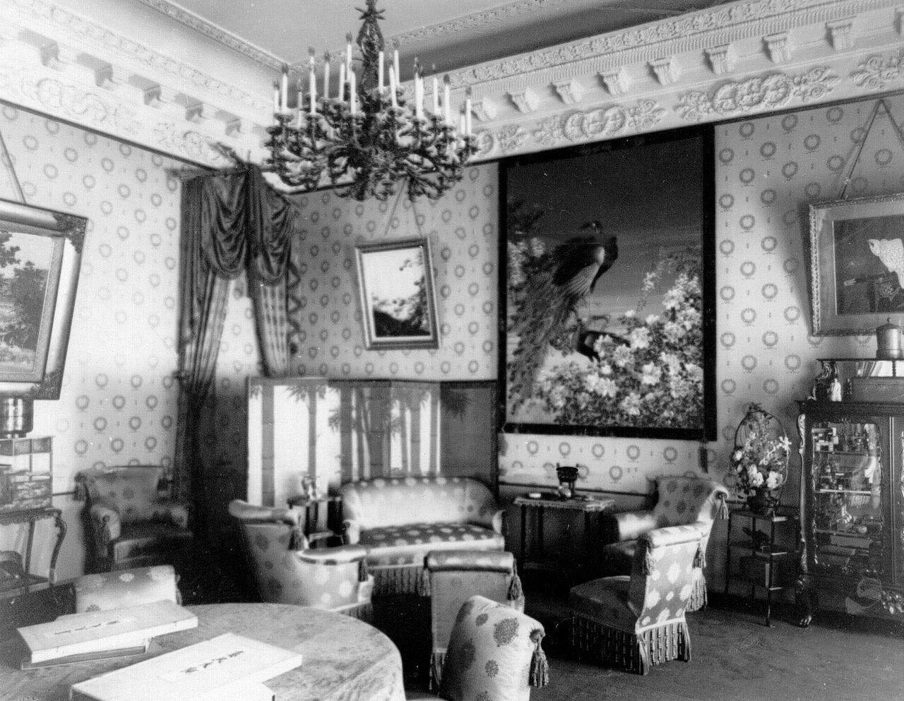 04. Гостиная в посольстве. 1910