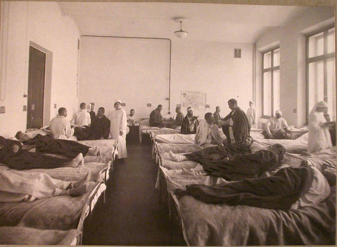 03. Раненые в палате лазарета,открытого при университете имени Шанявского