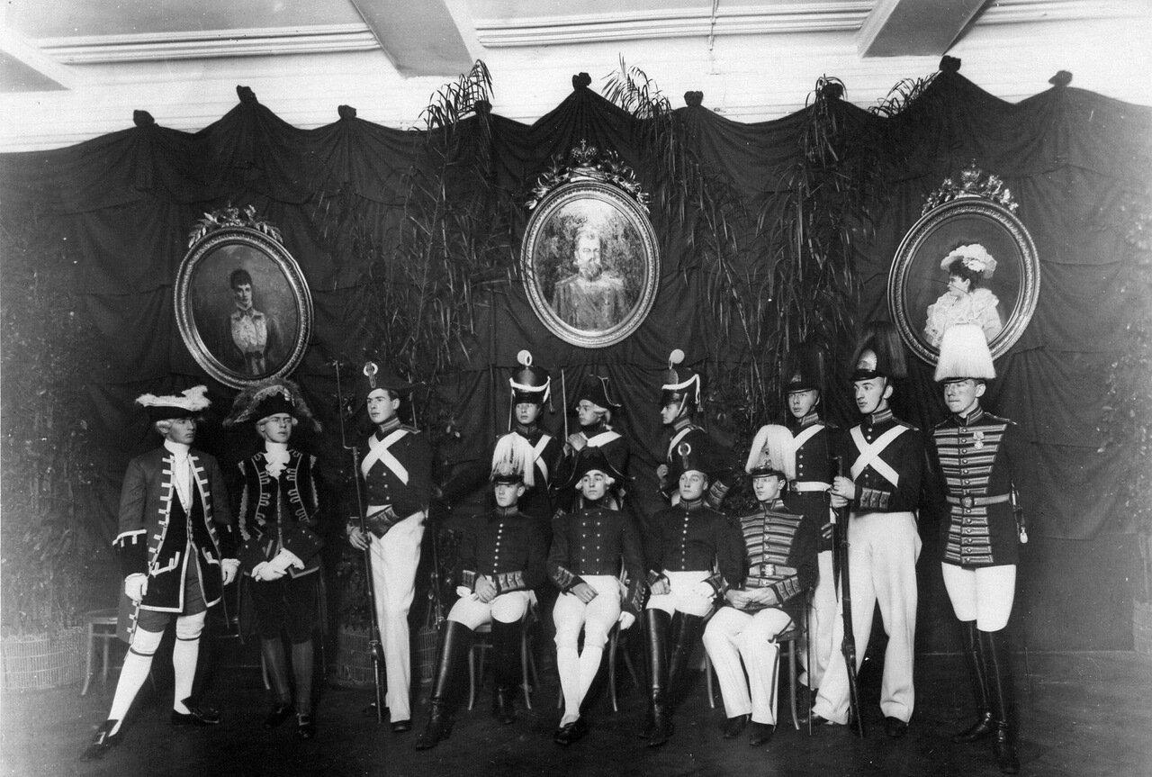 23. Группа воспитанников в формах корпуса различных эпох в день празднования 100-летнего юбилея корпуса