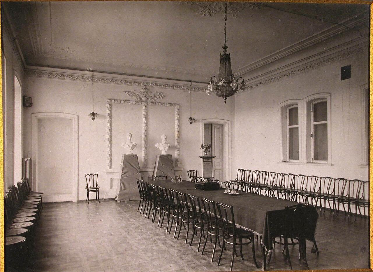 08. Вид части зала заседаний Епархиального дома