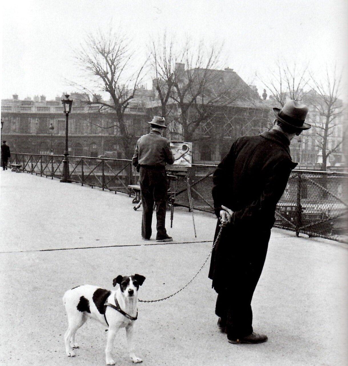 1953. Фокстерьер на мосту Искусств с художником Даниэлем Пипаром
