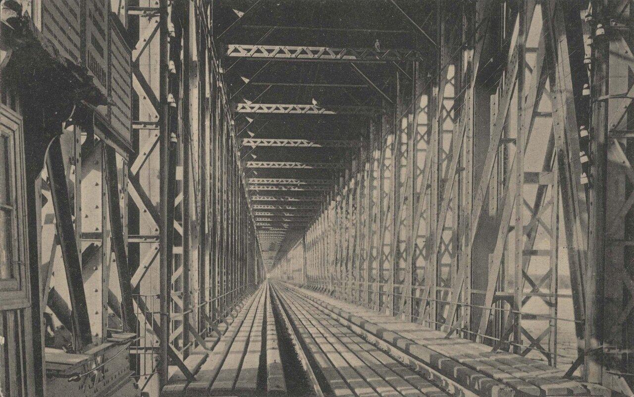 Мост. Внутренний вид