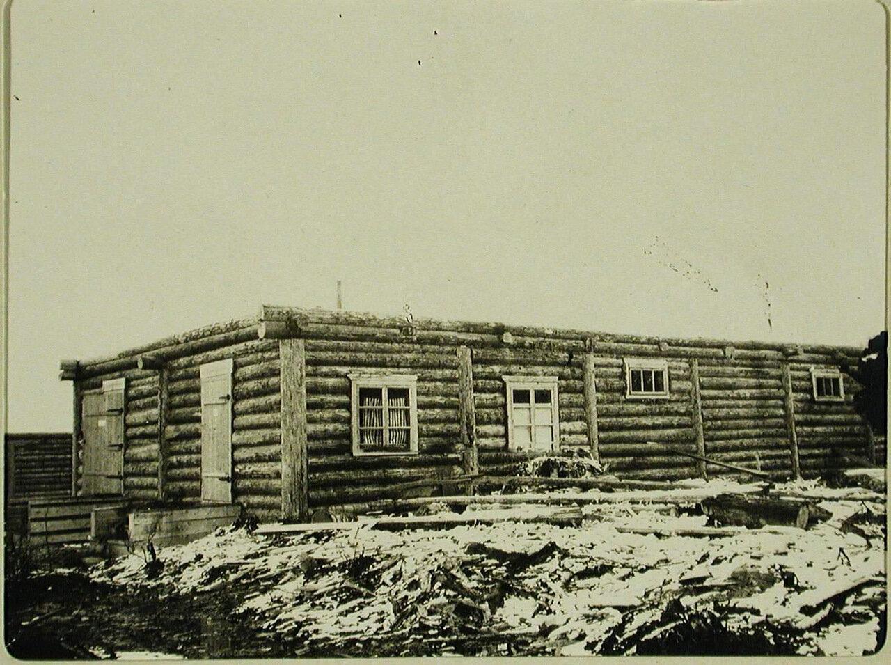 14. Вид строящейся малой казармы для войск местного гарнизона (на дороге Култук-Иркутск)