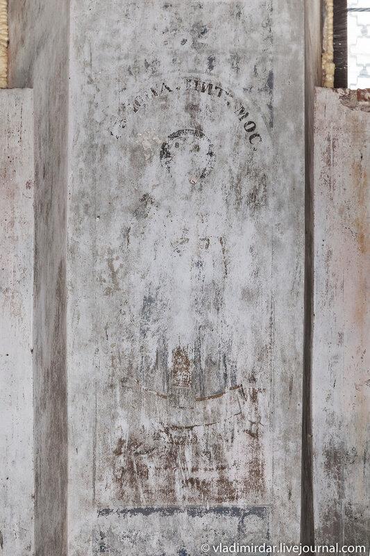 Остатки настенной храмовой росписи церкви Василия Великого